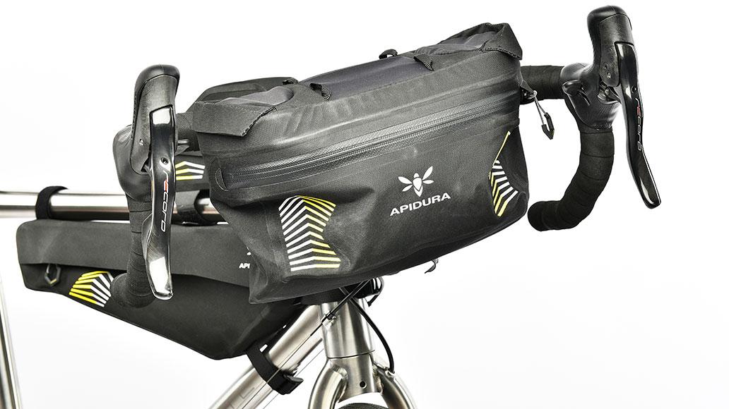 Apidura Racing Handlebar Pack, Test, Bikepacks
